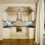 Бежевые шторы в тон кухне