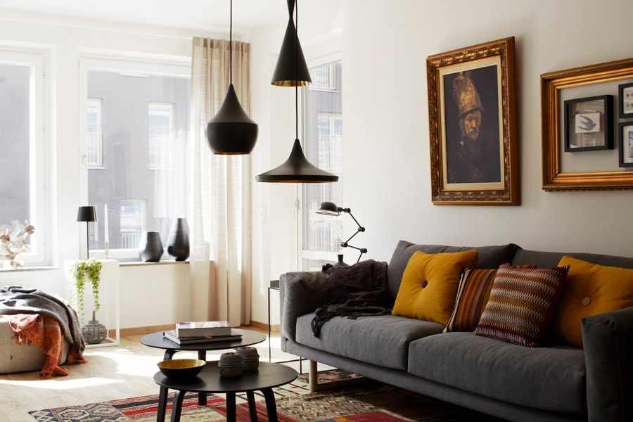 Современные люстры в гостиной