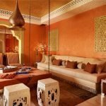 Оранжевая комната в восточном стиле
