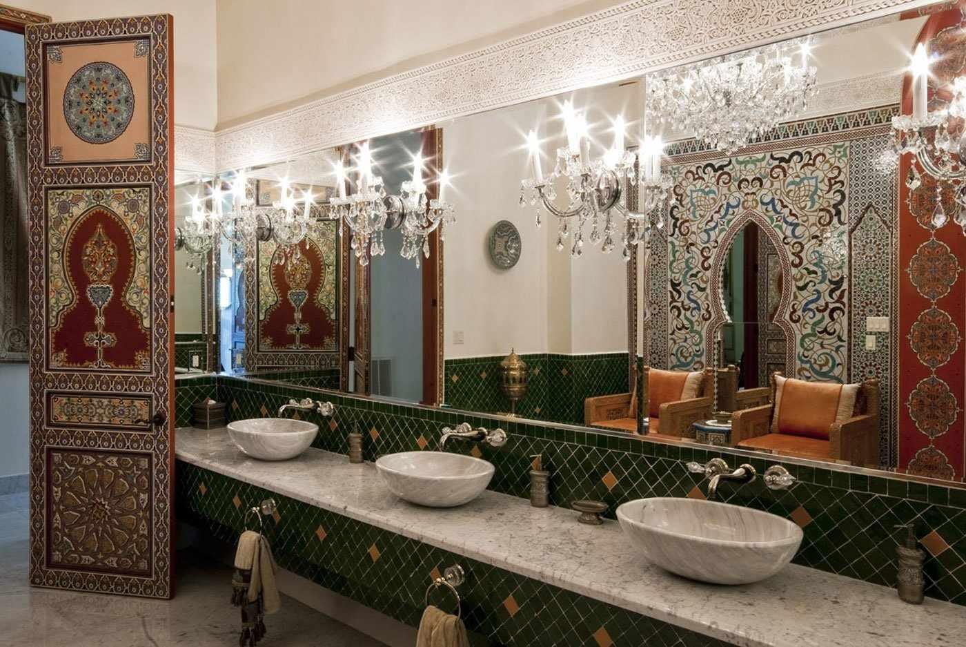 Восточный стиль в туалете гостиницы