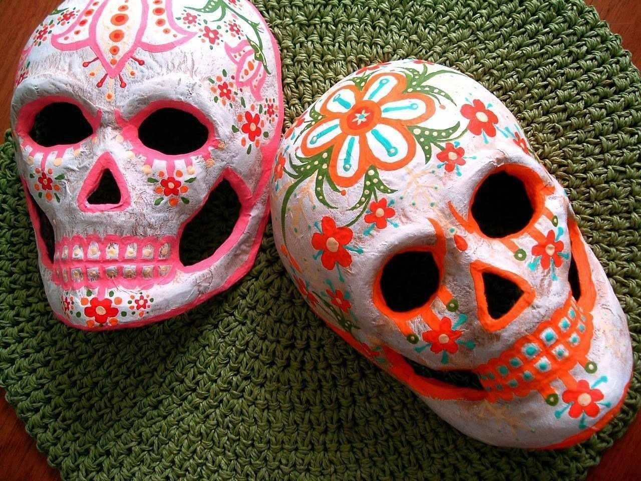 Маска на хэллоуин из папье-маше