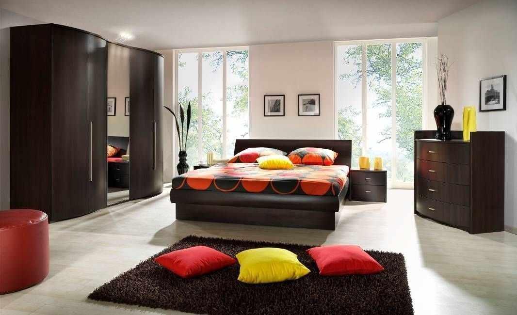 Красивая спальня в темных тонах