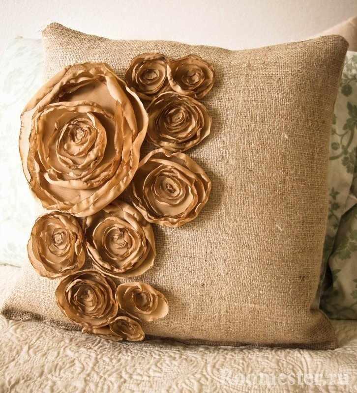 Подушка с розами