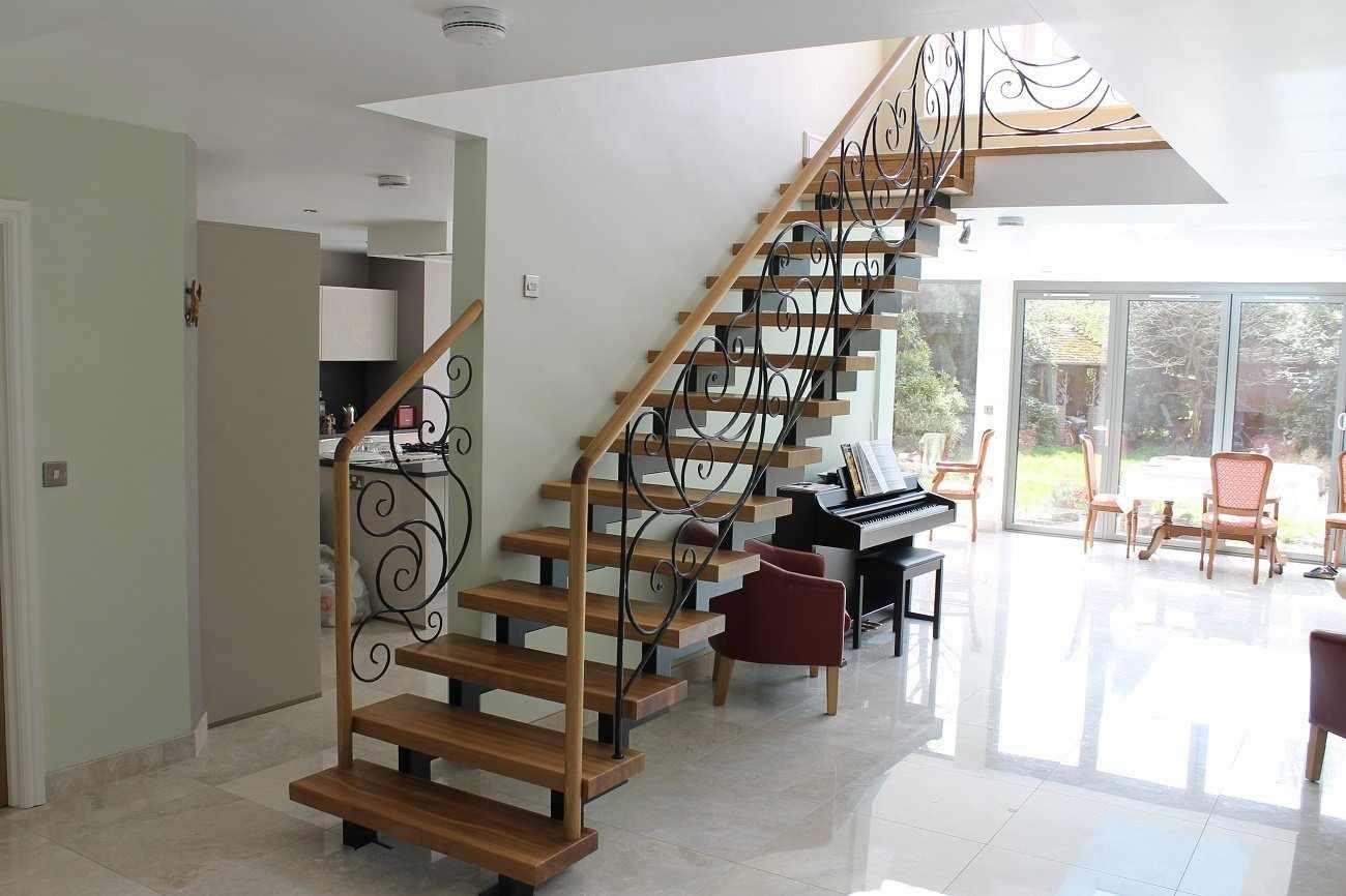 Отделочные работы металлической лестницы