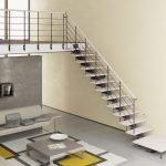 Лестница на железном косоуре