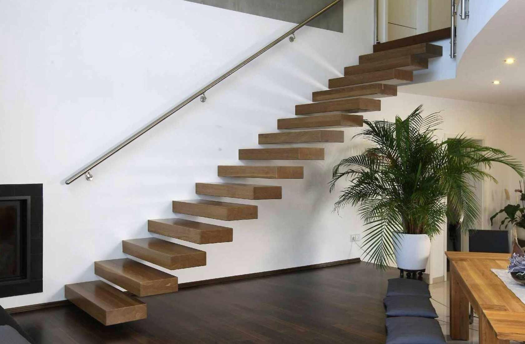 Консольная лестница металлическая