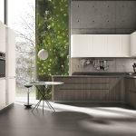 Кухня с бетонными стенами