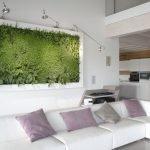 Гостиная с белым угловым диваном