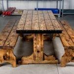 Скамейки по бокам стола