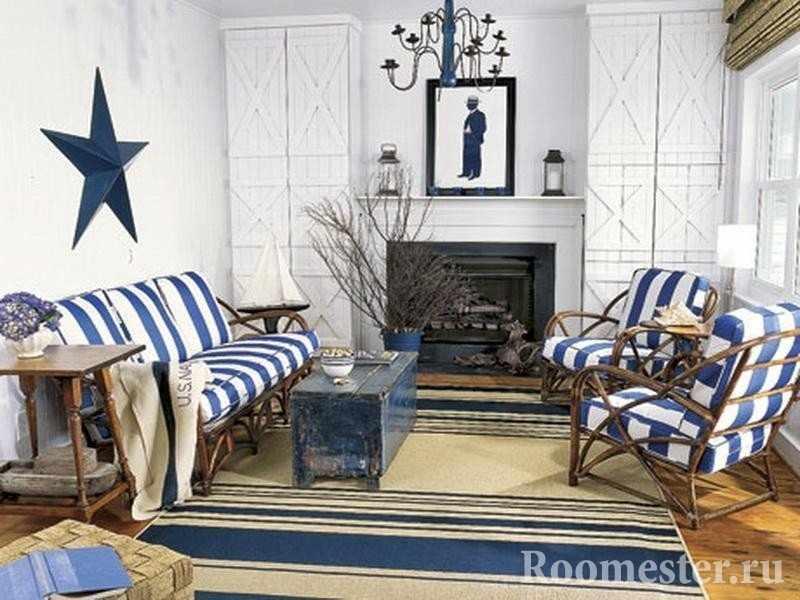 Столик, диван и кресла у камина