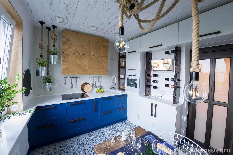 Лампочки на канатах на кухне