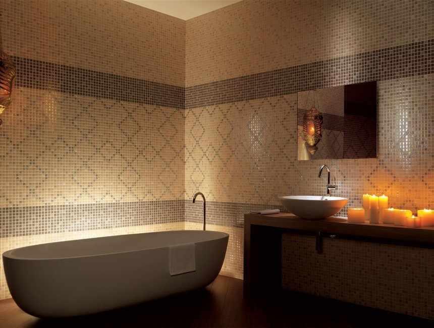 Керамическая мозаика в интерьере ванной
