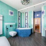 Яркий и решительный интерьер ванной комнаты с мятным оттенком