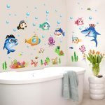 Наклейки на стенах в ванной