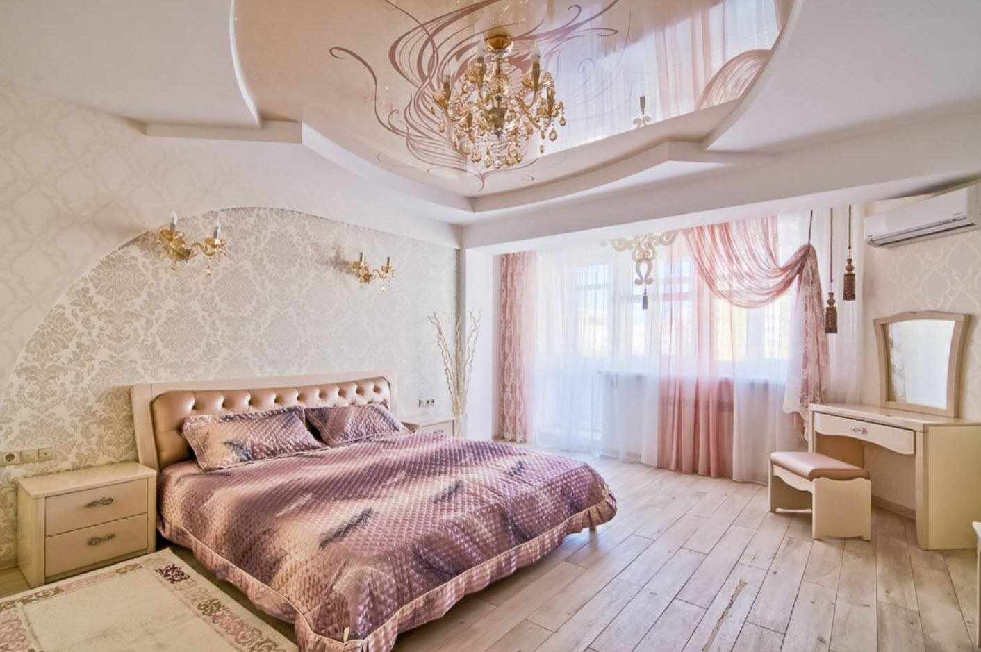 Разноуровневые натяжные потолки в спальне