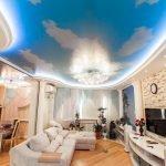 Натяжной потолок голубое небо