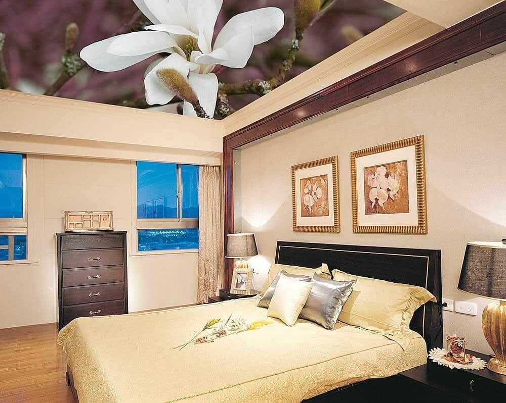 Потолок с изображением орхидеи