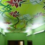 Натяжные потолки с фотопечатью зеленого цвета