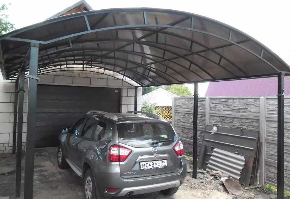 Автомобильный навес с крышей из поликарбоната