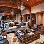 Столик в виде сундука в гостиной