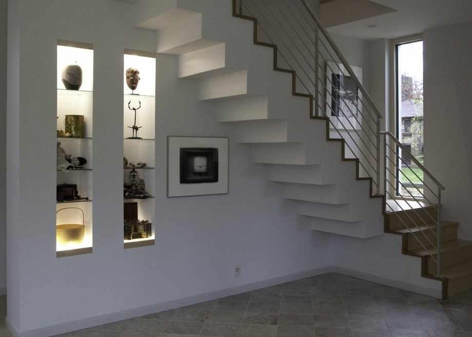 Ниши под лестницей
