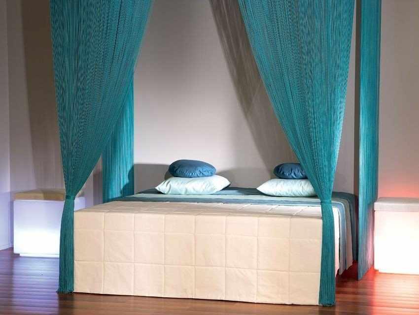 Нитяные шторы на кровати