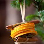 Елочное украшение из цукатов и корицы