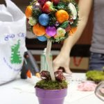 Деревце с яркой кроной