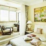 Комната с балконом в кирпичном доме