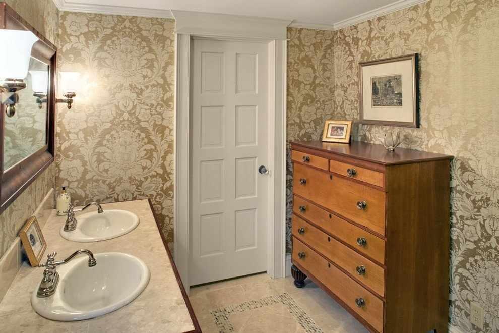 Обои дамаск в ванной комнате