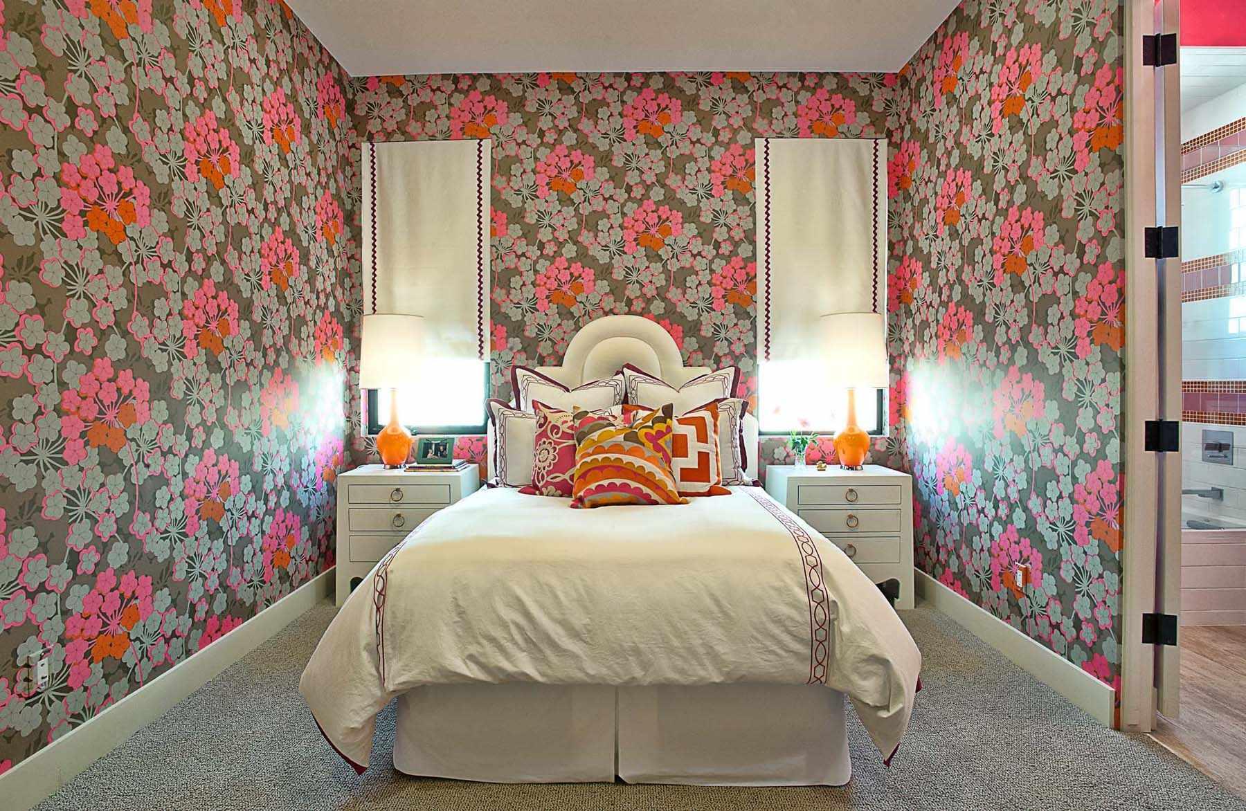 Обои рисунком в маленьком комнате