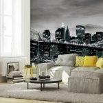 Желтые подушки на диване
