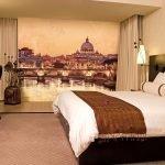 Коричневая спальня с фотообоями город