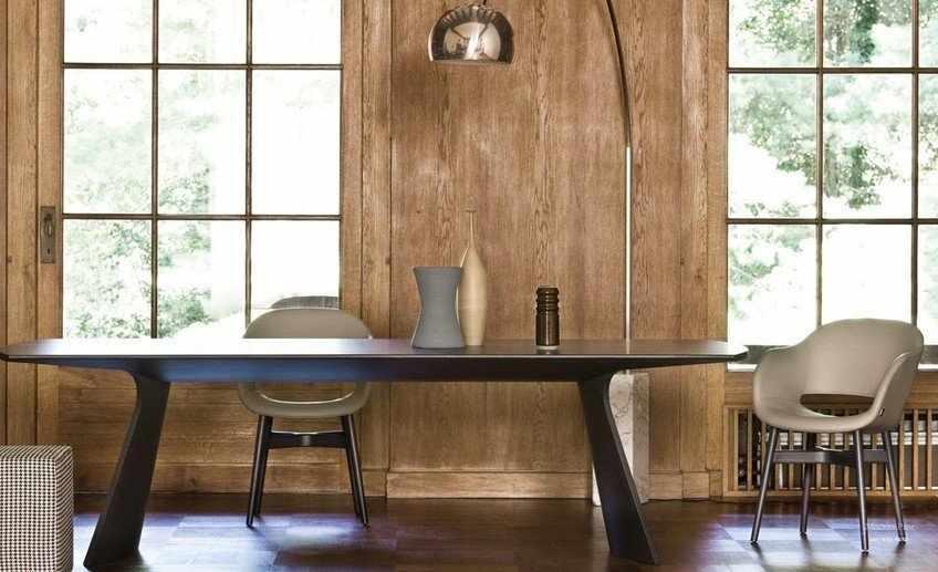 Лампа у стола