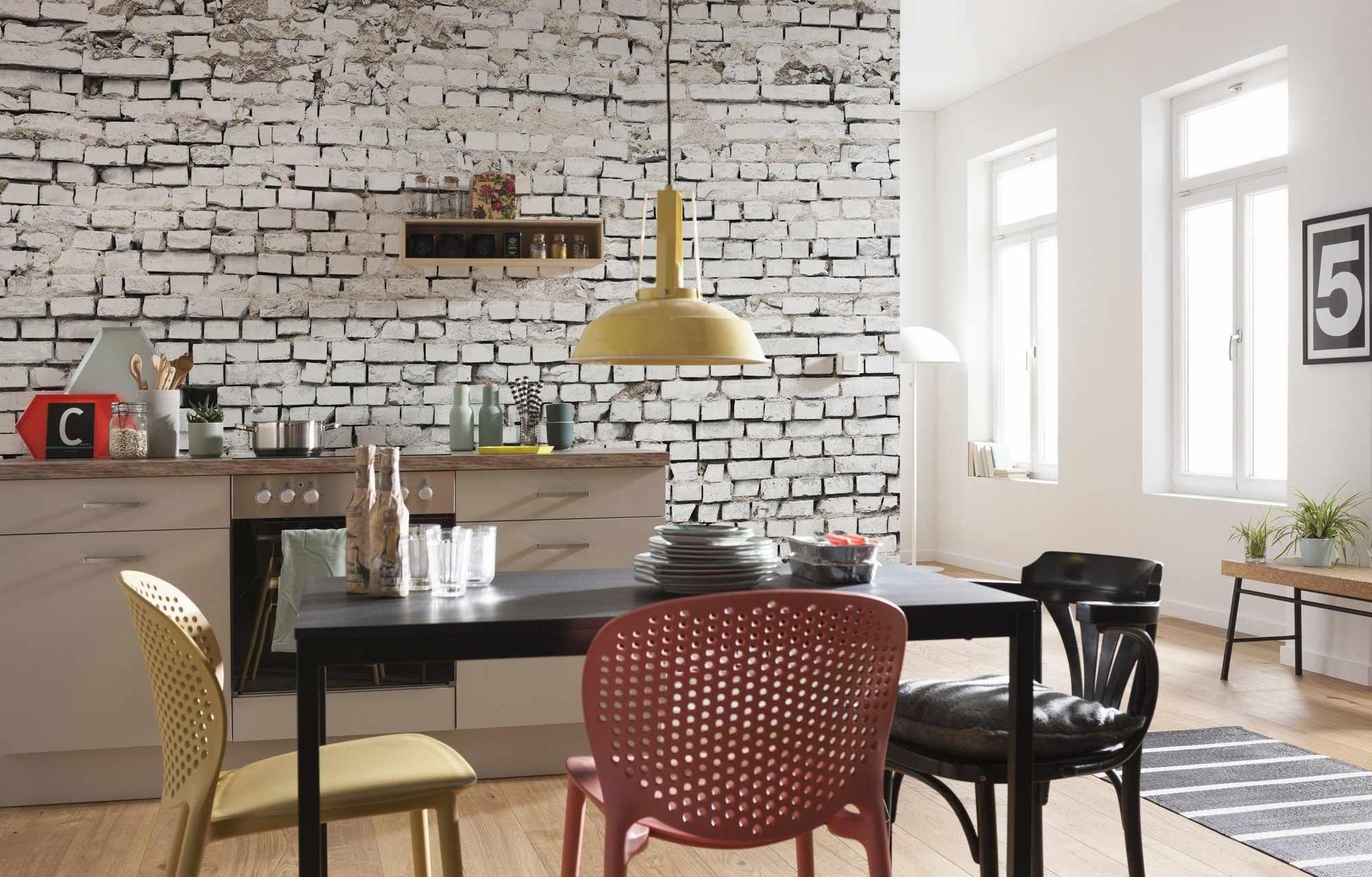 Полка на кухонной стене