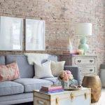 Столик из сундука у дивана