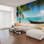 Белый потолок и минимуму мебели