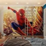 Человек-паук на стене
