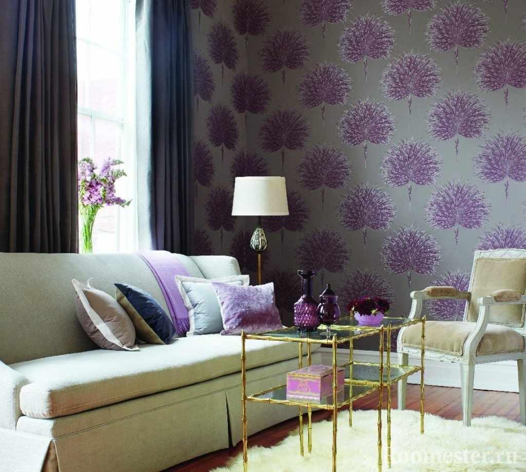 Гостиная с фиолетовыми деталями