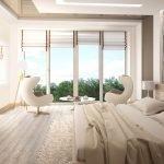 Спальня с большими окнами