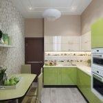 В узкой кухне