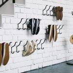 Крючки на стене