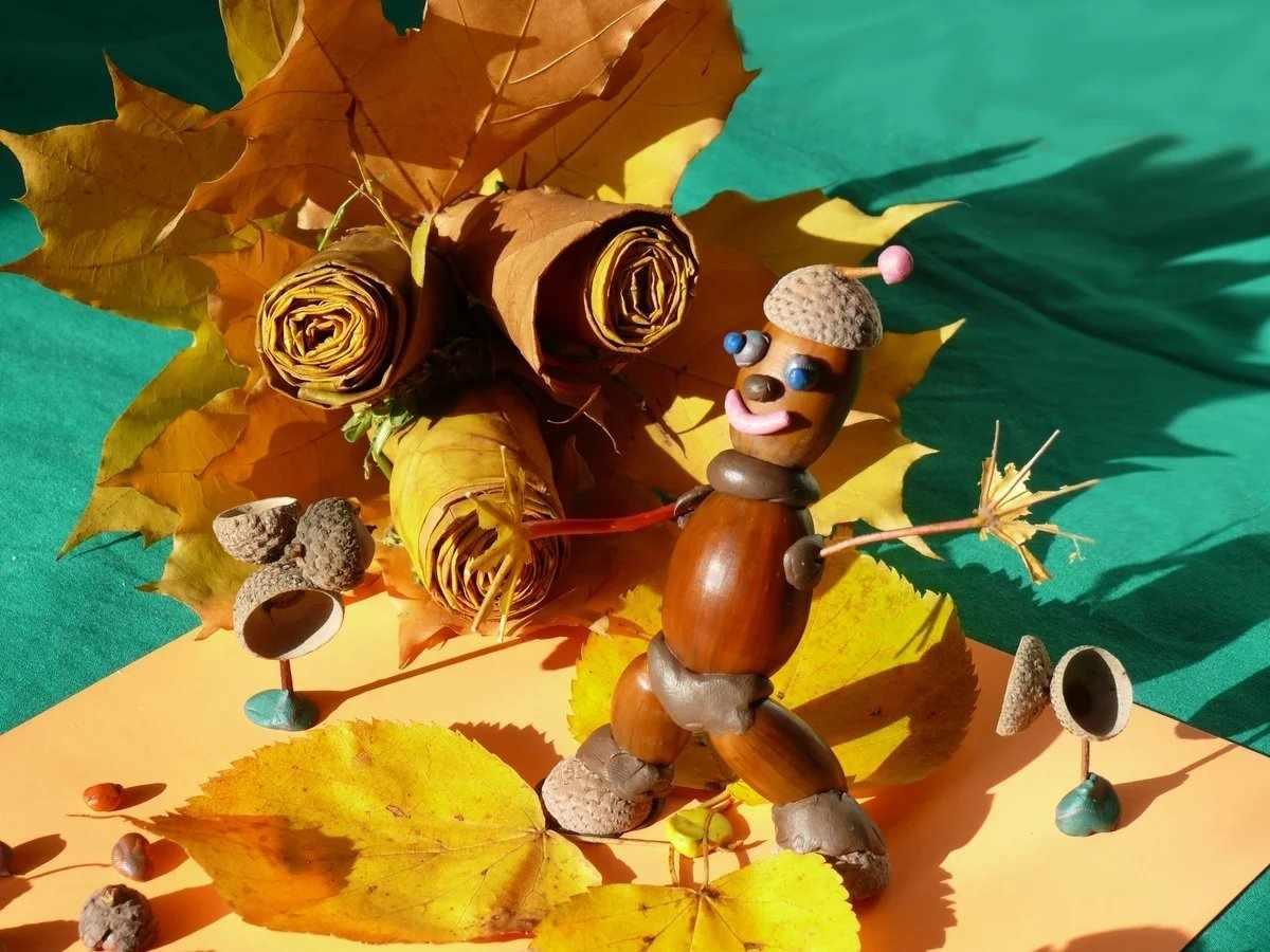 Поделка из листьев и желудей