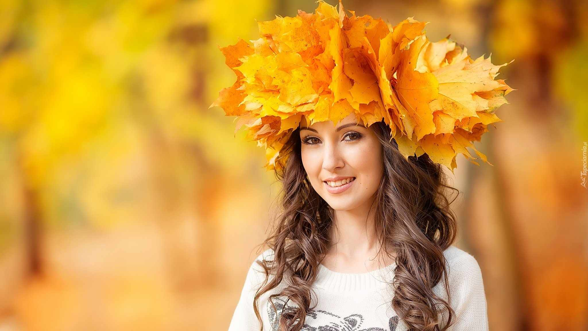 Осенний венок из кленовых листьев