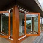 Веранда с деревянными окнами