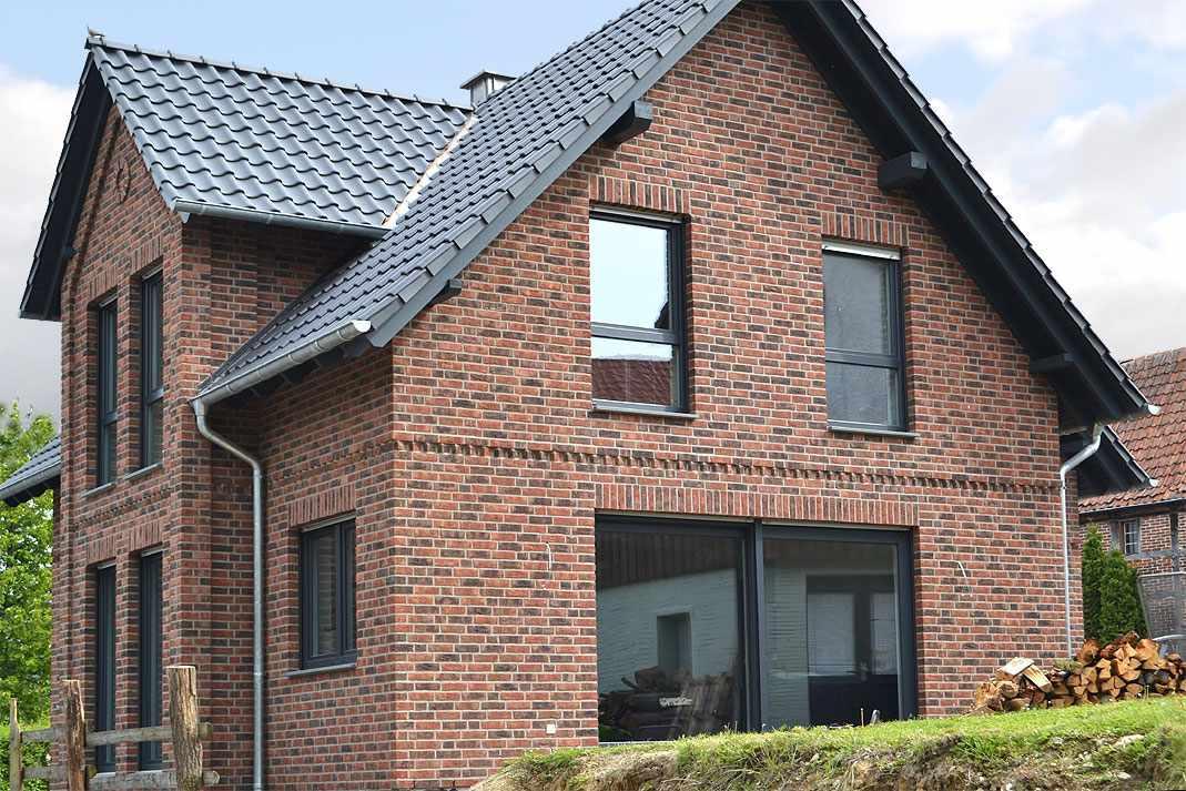 Облицовочный кирпич на фасаде дома