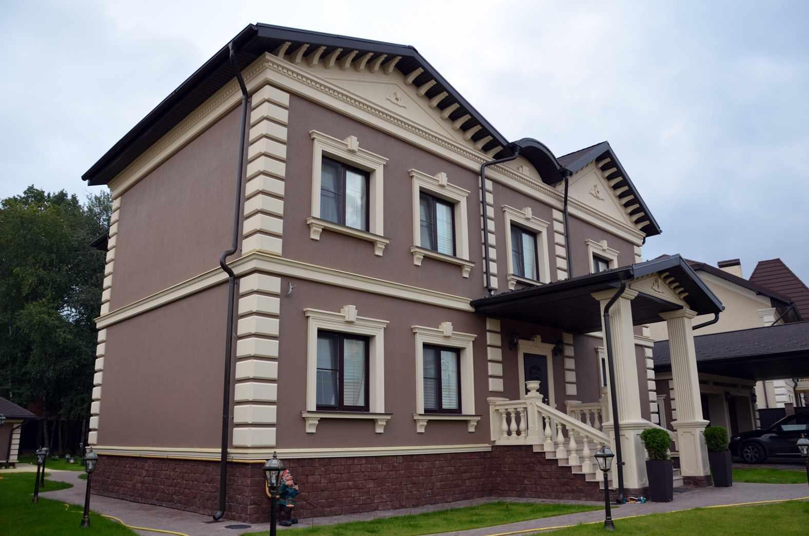 Фасад дома с отделкой из штукатурки