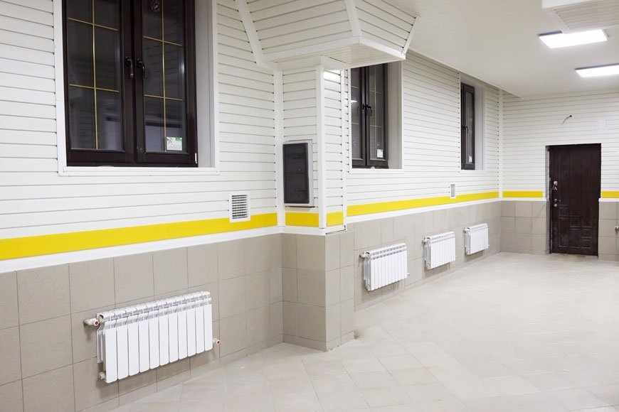 Модульное покрытие на стенах в гараже