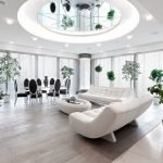 Зеркальный потолок в интерьере гостиной