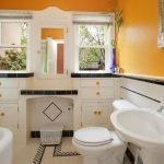 Ярко-желтая ванная комната